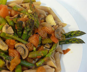 Wheat Penne Pasta with Tomatoes, Asparagus and Mushrooms