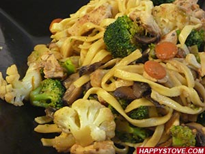 Asian Style Chicken and Veggie Linguini Pasta - By happystove.com