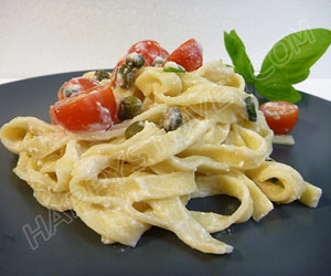 Fettuccine Pasta with Ricotta Cheese, Cherry Tomatoes and Capers Sauce - By happystove.com
