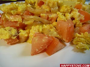 Scrambled Eggs with Tomatoes and Onions - By happystove.com
