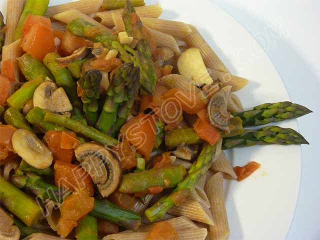 Wheat Penne Pasta with Tomatoes, Asparagus and Mushrooms - By happystove.com