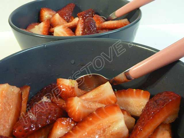 Strawberries with Lemon and Sugar - By happystove.com